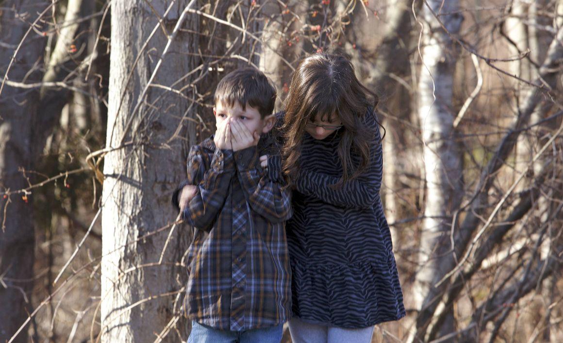 20 crianças entre os 27 mortos em tiroteio em escola primária nos EUA