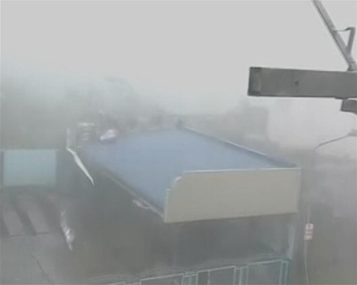 Algumas estradas e telhados ficaram completamente destruídos